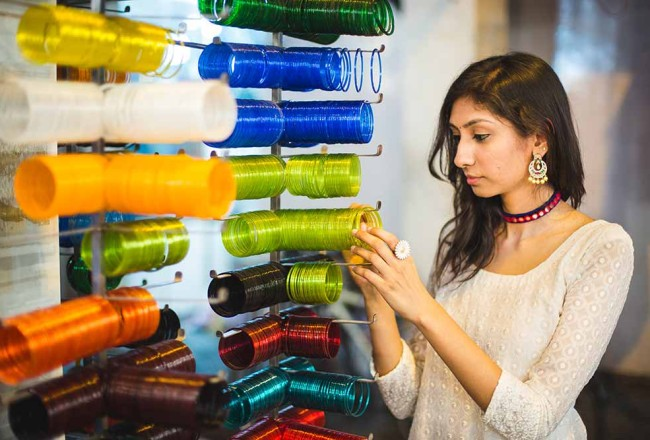 charminar laad bazaar photography, hyderabad fashion photography, colourful bangles charminar pictures, hyderabad fashion blog, top indian fashion blog