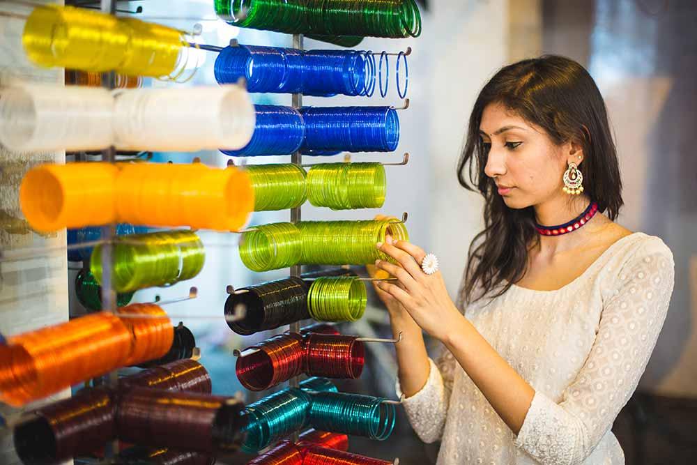 festive shopping charminar, bangle shopping charminar, glass bangles charminar, stone bangkes charminar hyderabad