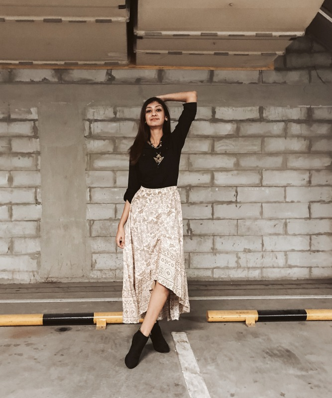 autumn look, autumn skirt outfit, winter outfit ideas, styling winter outfits, easy winter outfit ideas, Indiana fashion blogger, top indian fashion blogger
